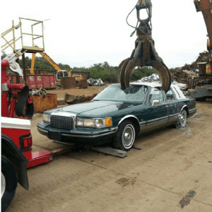 Salvage company cash for cars in Largo